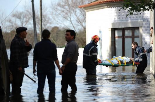 Portugalia - Podniósł się poziom trzech rzek i zalazły wiele budynków -1