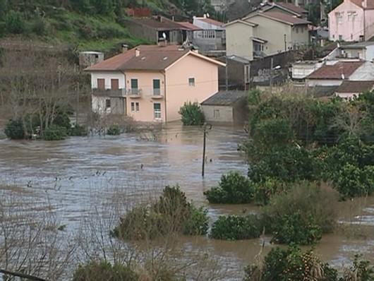 Portugalia - Podniósł się poziom trzech rzek i zalazły wiele budynków -3