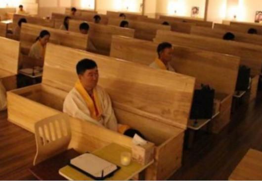 Próbny pogrzeb - sposób zwalczania myśli samobójczych w Korei Południowej