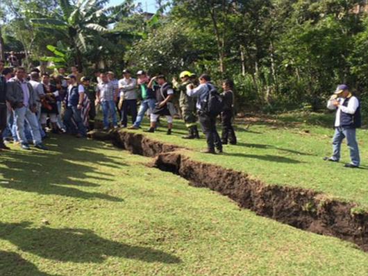 Specjaliści z Bogoty wysłani do zbadania przyczyny pęknięcia