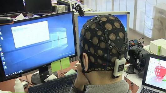 Sterowanie umysłem za pomocą elektroencefalogramu