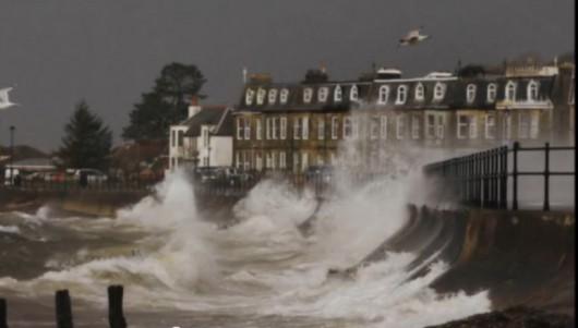 W UK oczekują na sztorm Jonas