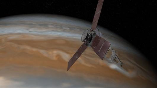 Wizja artystyczna - zbliżenie sondy Juno do Jowisza    NASA/JPL