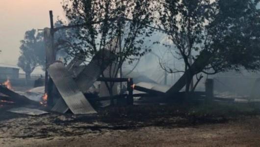 Yarloop, Australia - Od pioruna zaczął się pożar buszu, spłonęło już prawie 100 budynków -4