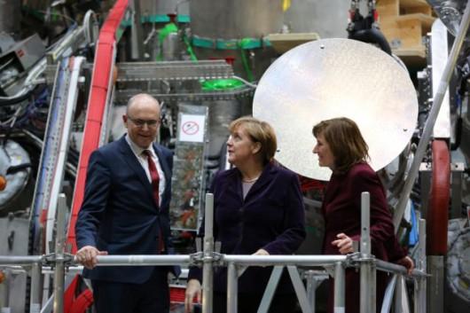 Angela Merkel w Instytucie Fizyki Plazmowej im. Maxa Plancka