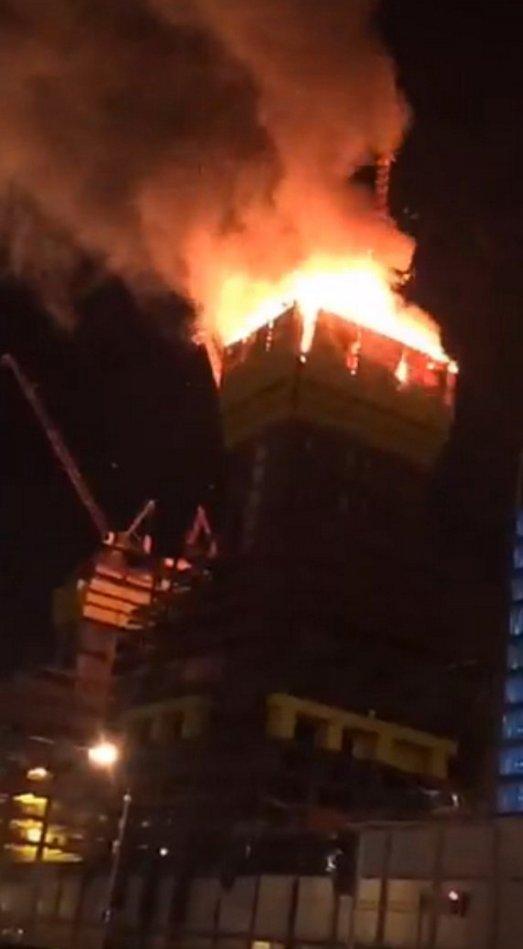 Astana, Kazachstan - Wybuchł pożar na budowie najwyższego wieżowca Azji Środkowej