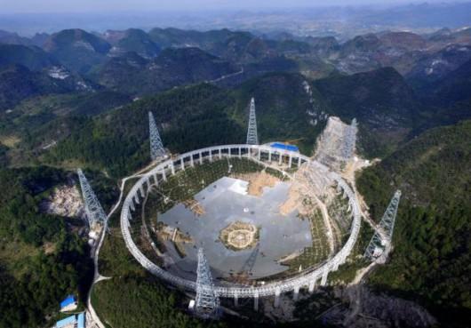 Radioteleskop zbudowano w niedostępnym rejonie gór