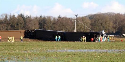 Dalfsen, Holandia - Pociąg osobowy uderzył w dźwig obsługowy, zginęła jedna osoba -3