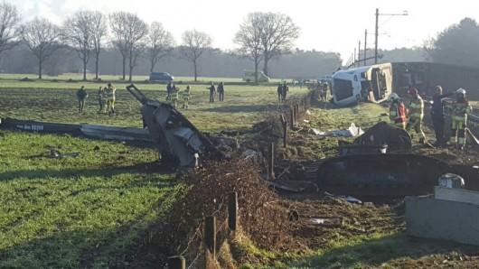 Dalfsen, Holandia - Pociąg osobowy uderzył w dźwig obsługowy, zginęła jedna osoba