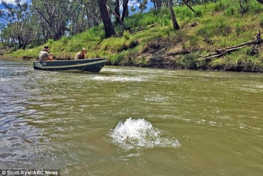 Darling Downs, Australia - Duże ilości metanu wydobywają się spod dna rzeki Condamine -1