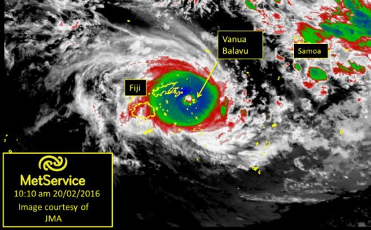 Fidżi - Zbliża się potężny cyklon, w porywach wiatr wieje z prędkością 325 kmh -1