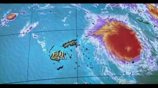 Fidżi - Zbliża się potężny cyklon, w porywach wiatr wieje z prędkością 325 kmh -2