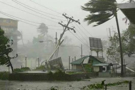 Fidżi - Zbliża się potężny cyklon, w porywach wiatr wieje z prędkością 325 kmh -3
