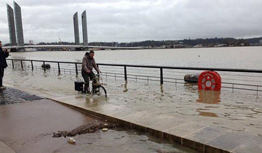 Francja - Zachód kraju pod wodą -7