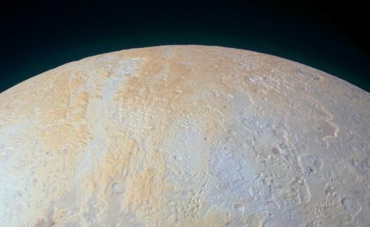 Lodowe kaniony - Lowell Regio w rejonie bieguna północnego Plutona /NASA/JPL/materiały prasowe