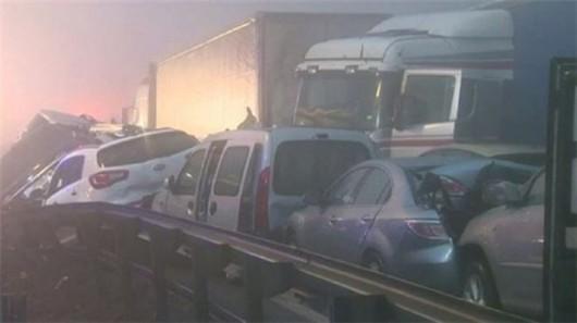 Karambol z prawie 60 samochodów na Słowenii