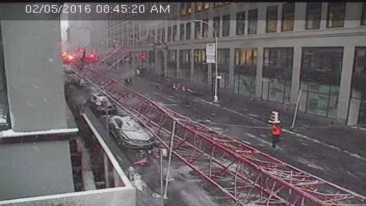 Nowy Jork, USA - Na Dolnym Manhattanie przewrócił się wielki dźwig -1