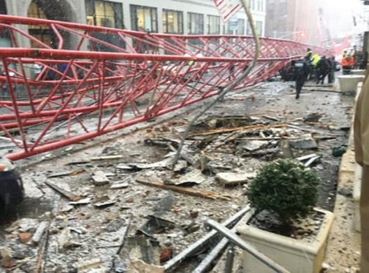 Nowy Jork, USA - Na Dolnym Manhattanie przewrócił się wielki dźwig -6