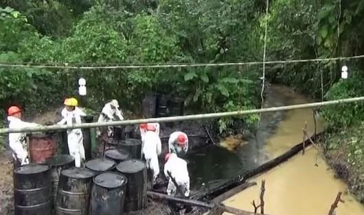Peru - wyciek ropy z pękniętego rurociągu