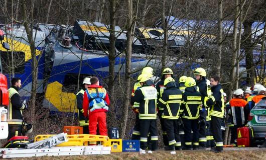 Rosenheim, Niemcy - Katastrofa kolejowa na Bawarii, czołowo zderzyły się dwa pociągi -2