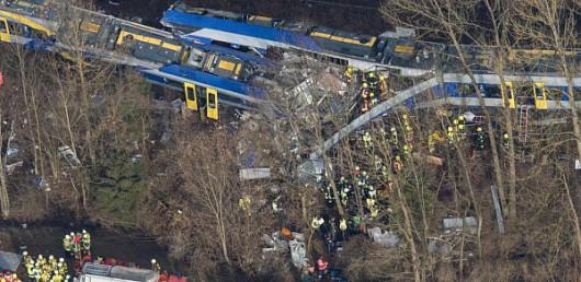 Rosenheim, Niemcy - Katastrofa kolejowa na Bawarii, czołowo zderzyły się dwa pociągi -5