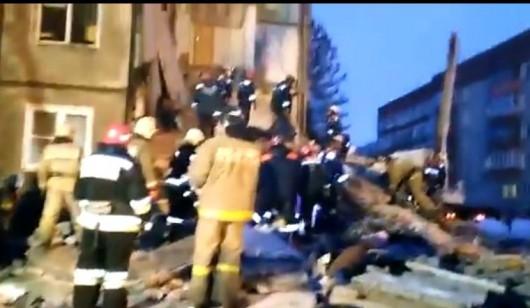 Rosja - eksplozja gazu w Jarosławiu - konstrukcja zawaliła się od I-V piętra