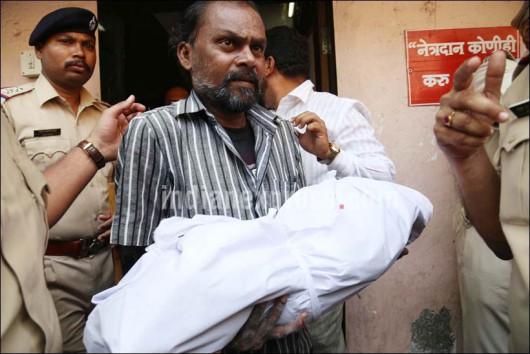Thane, Indie - Jedna z najbardziej krwawych zbrodni, zamordował14 osób ze swojej rodziny i powiesił się -2