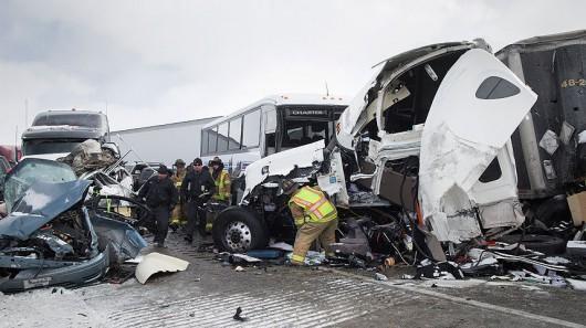 USA - Burza śnieżna przyczyniła się do karambolu na ponad 50 aut w Pensylwanii -6