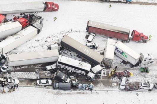USA - Burza śnieżna przyczyniła się do karambolu na ponad 50 aut w Pensylwanii -7