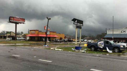 USA - W ciągu doby 27 tornad zabiło co najmniej 7 osób -5