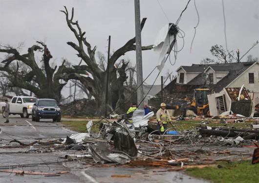 USA - W ciągu doby 27 tornad zabiło co najmniej 7 osób