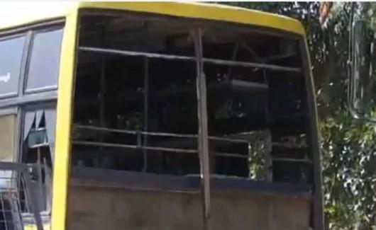 Wybite zostały szyby w autobusach