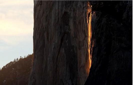 Wodospad ognia w parku Yosemite