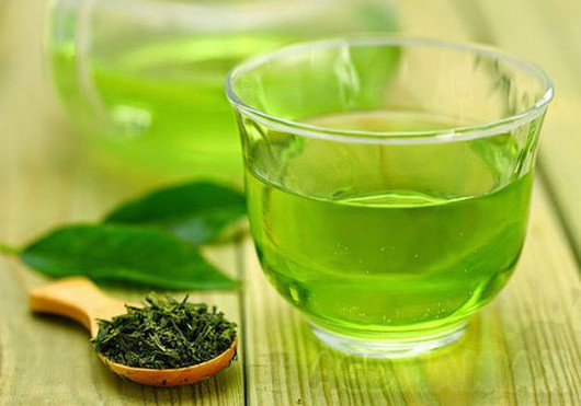 Zawarte w zielonej herbacie flawonoidy zwalczają RZS