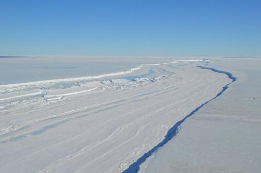 Antarktyda - Bardzo szybko rozpada się lodowiec szelfowy Nansena -1