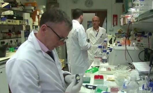 Brytyjscy naukowcy pracują nad stworzeniem szczepionki na raka