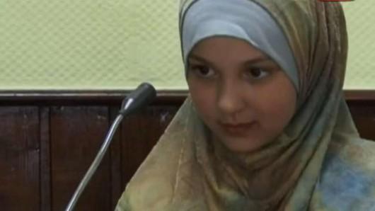Hanower, Niemcy - 15-latka pochodzenia marokańskiego podczas sprawdzania dokumentów rzuciła się z nożem na policjanta