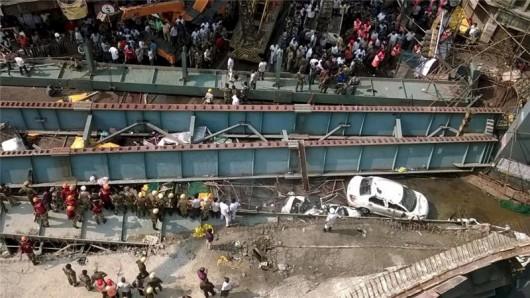 Kalkuta, Indie - Runął wiadukt -1