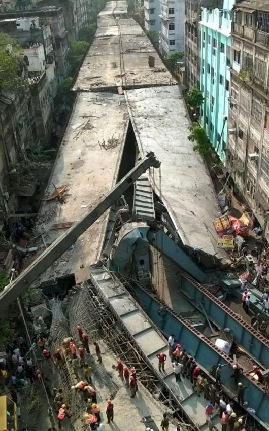 Kalkuta, Indie - Runął wiadukt -10