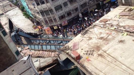 Kalkuta, Indie - Runął wiadukt -5