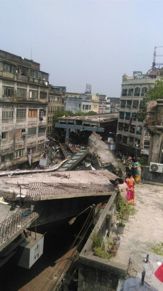 Kalkuta, Indie - Runął wiadukt -8