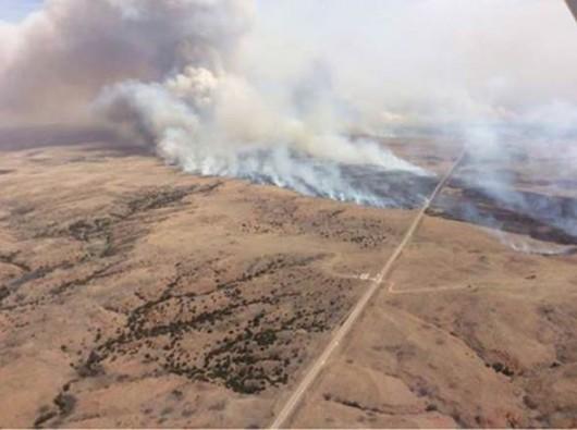 Kansas, USA - Pożar na powierzchni ponad 150 tysięcy hektarów -4