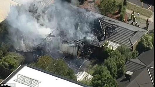Melbourne, Australia - Zapalił się laptop w trakcie ładowania i spalił dom -2