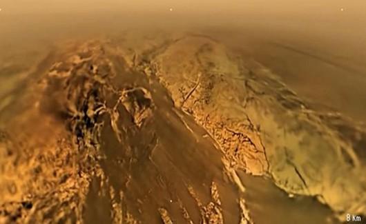 Powierzchnia Tytana widoczna z wysokości 8 km.