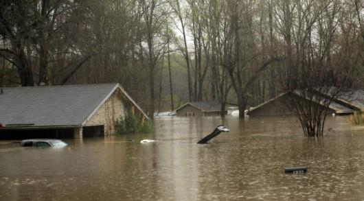 USA - Ogromne powodzie na południu, w Teksasie i Luizjanie niektóre domy zalane po sam dach -3 - Kopia