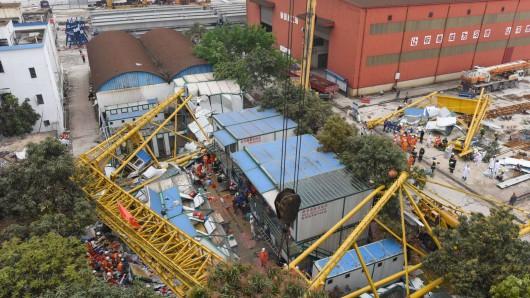 Dongguan, Chiny - Dźwig przewrócił się dwukondygnacyjny budynek dla robotników, zginęło 18 osób -2