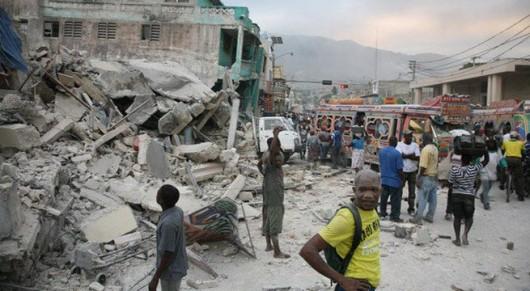 Ekwador – Duże zniszczenia po bardzo silnym trzęsieniu ziemi o magnitudzie 7.8, zginęły co najmniej 553 osoby, ponad 4.5 tysiąca rannych