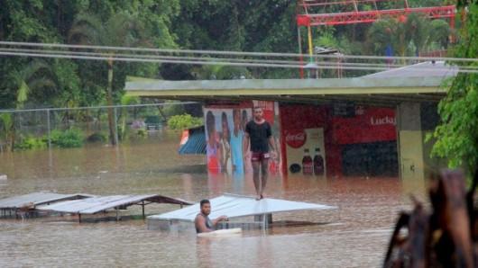 Fidżi - Powódź z powodu ogromnych opadów deszczu