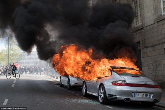 Francja – Ogromne protesty przeciwko reformie prawa pracy, na ulicach nawet pół miliona osób, 24 policjantów zostało rannych