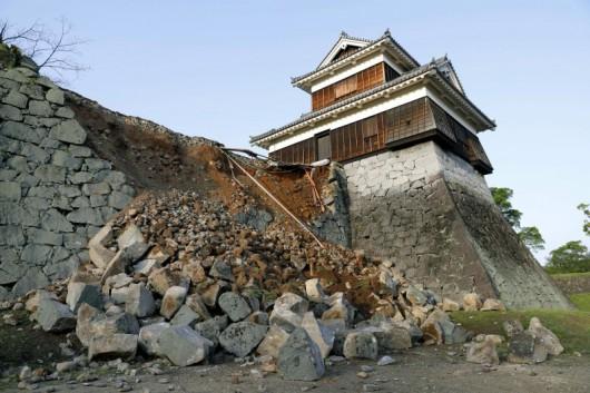 Japonia - Ilość ofiar śmiertelnych trzęsień ziemi wzrosła do 41, wiele osób jest uwięzionych pod gruzami -8